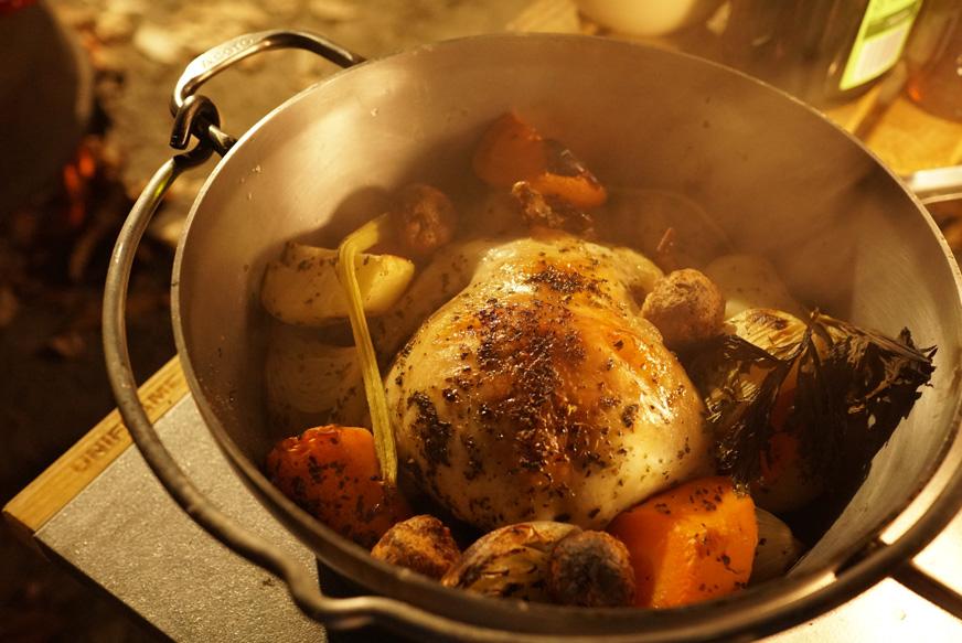丸鶏ダッチオーブン