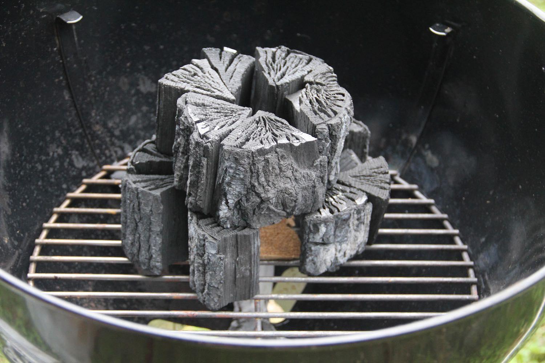 さらにその上に炭を積む