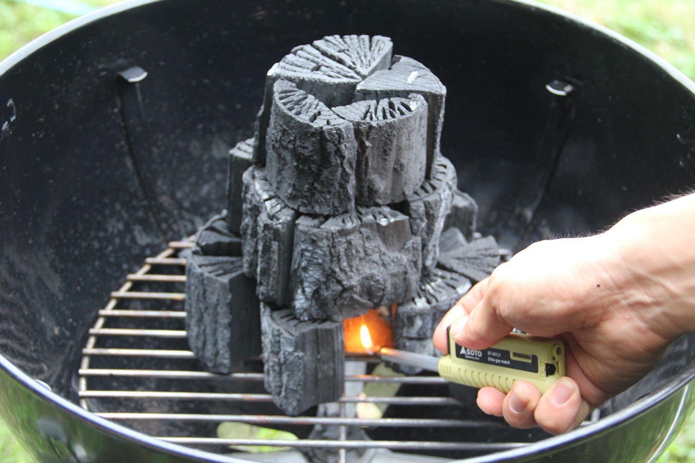 たきつけに火をつける