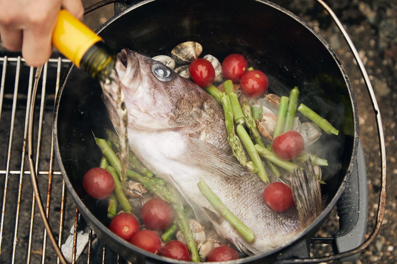 ダッチオーブンでアクアパッツァく