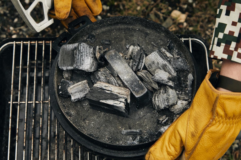 ダッチオーブンで塩釜焼き