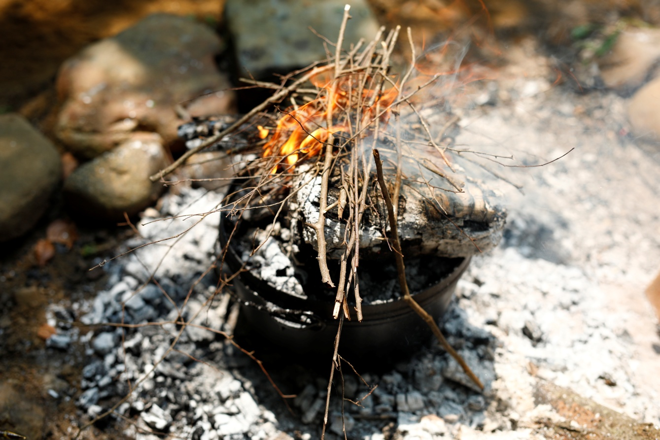 ヨモギの香草ローストチキン